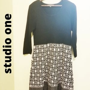 STUDIO ONE BLACK AND WHITE SWEATER DRESS